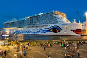 AIDAnova vor der Meyer Werft in Papenburg. Foto: AIDA Cruises