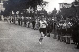 Männer-Turn-Verein beim Staffellauf in Warnemünde