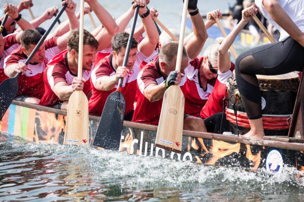 Das Drachenbootfestival im Rahmen der Warnemünder Woche. Foto: Pepe Hartmann